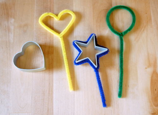 how to make bubble wands from pipe cleaners