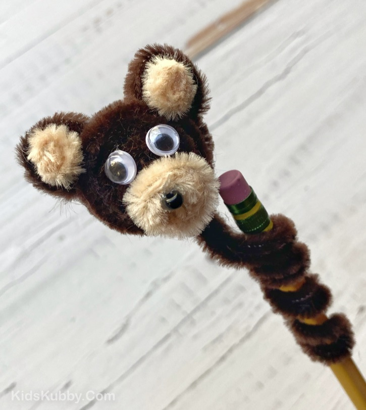 DIY Pipe Cleaner Teddy Bear -- Super cute pencil toppers! Looking for fun and easy crafts for kids to make when bored at home? Older kids and teenagers love these adorable pipe cleaner animals. Here is a tutorial on how to make them. #kidskubby #kidscrafts